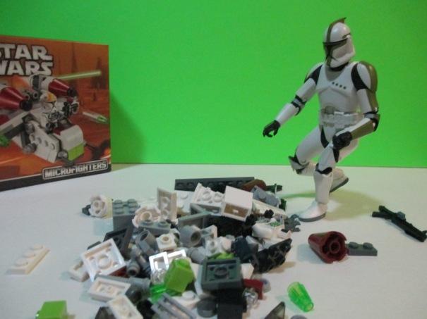 Clone Trooper and Legos 02 1000w